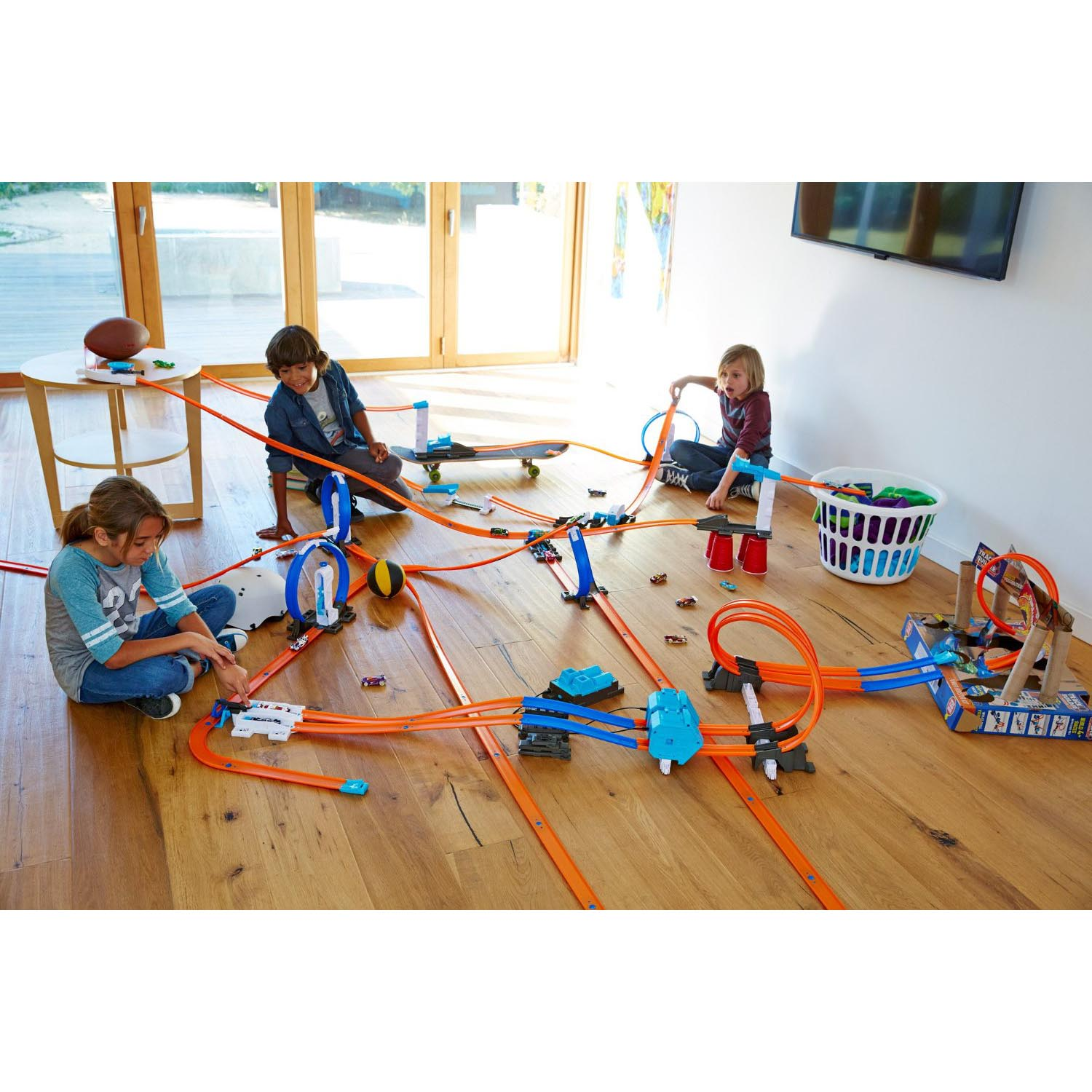 mattel hot wheels track builder system power booster kit with 35 pieces dgd30 ebay. Black Bedroom Furniture Sets. Home Design Ideas