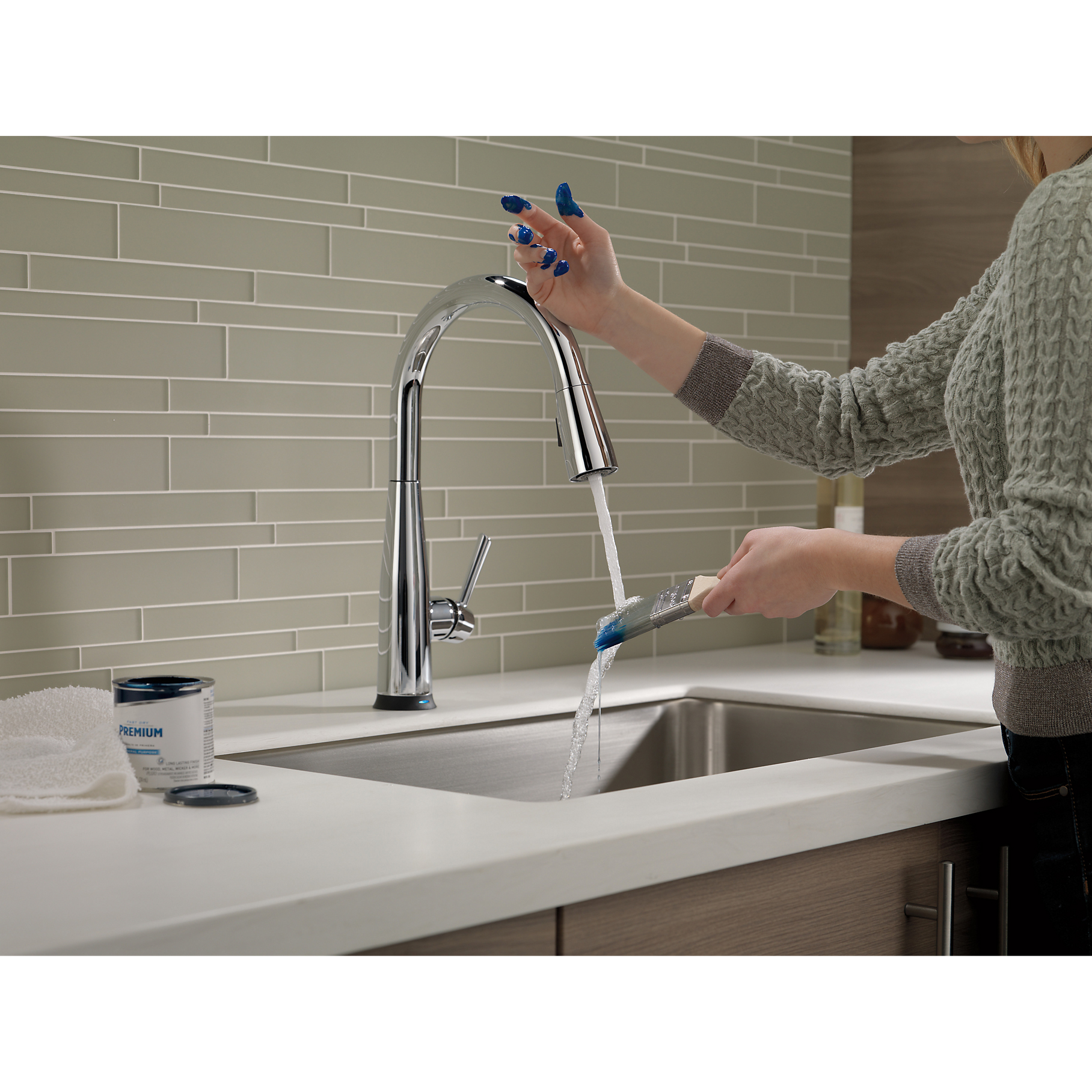 delta essa single handle pull-down kitchen faucet w/touch2o