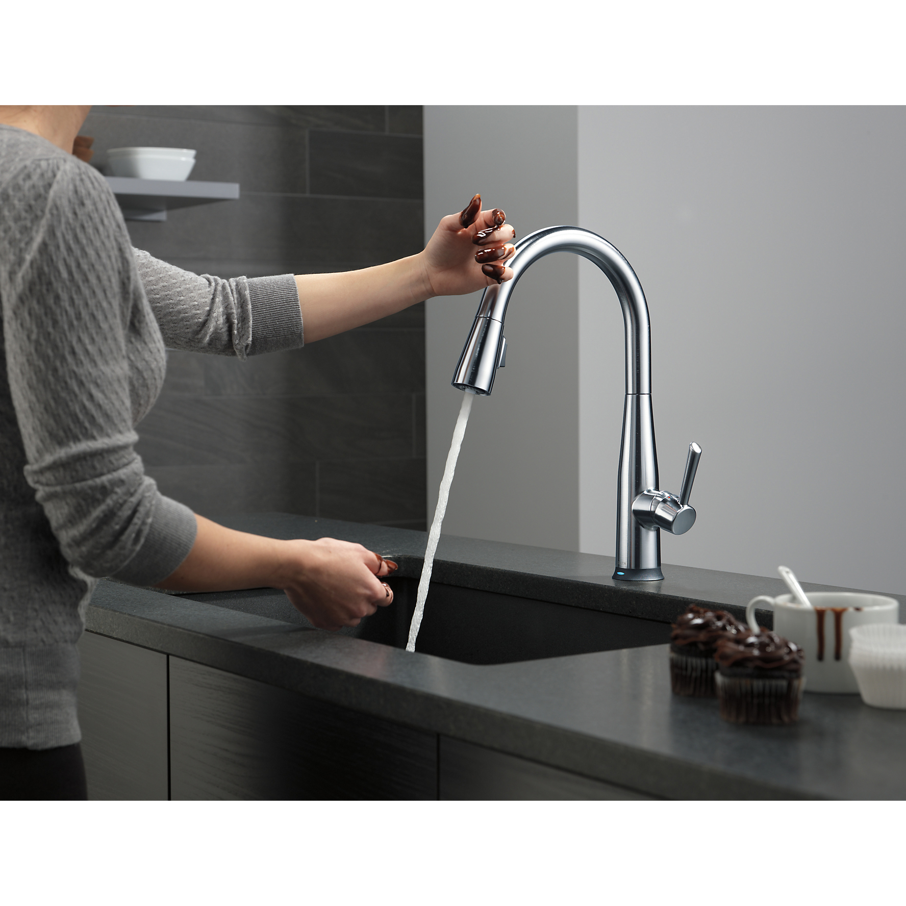 Delta Essa Single Handle Pull Down Kitchen Faucet W