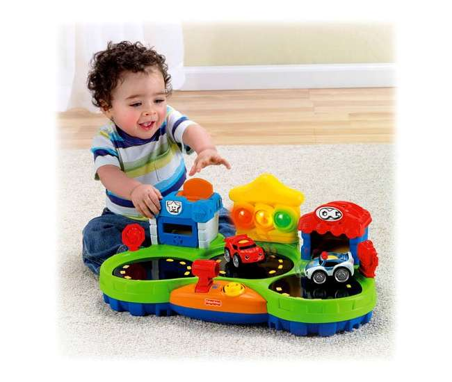 W9832 Fisher Price Chase & Race Town | W9832