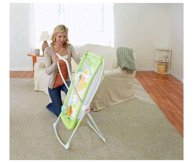 X7757-U-A Fisher Price Deluxe Rock 'n Play Portable Baby Bassinet, Green (Open Box)