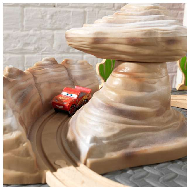 KDK-18013 KidKraft Disney Pixar Cars 3 50-Piece Radiator Springs Track Set 2