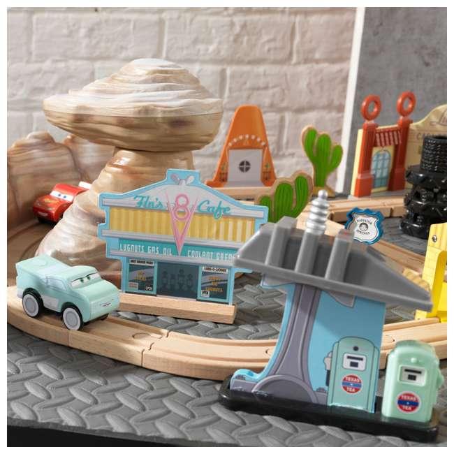 KDK-18013 KidKraft Disney Pixar Cars 3 50-Piece Radiator Springs Track Set 3